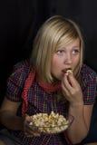 попкорн девушки Стоковые Изображения
