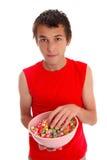 попкорн мальчика шара candied Стоковое Изображение