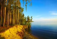 поплавайте вдоль побережья валы захода солнца Стоковое Изображение