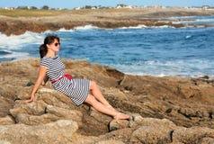 поплавайте вдоль побережья детеныши океана повелительницы стоковое фото