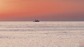 поплавки Корабл-гужа на море акции видеоматериалы