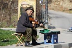 Попрошайка на улице Стоковые Фото