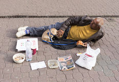 попрошайка покрасил созданную собаку имеет улицу изображения карандашей пер I Стоковые Фото