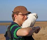 Попугай и обработчик Olly Стоковые Фото