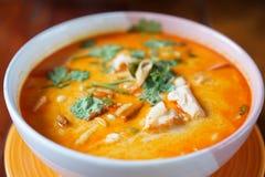 Популярный в Таиланде Том yum имеет свое начало в Таиланде В последние годы, Tom yum был популяризован по всему миру стоковое изображение rf