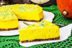 Популярный десерт-домодельный чизкейк тыквы на деревянном backgrou Стоковое фото RF