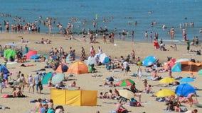 Популярный пляж в лете акции видеоматериалы