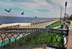 Поплавайте вдоль побережья в городе самары, Российской Федерации Стоковая Фотография RF
