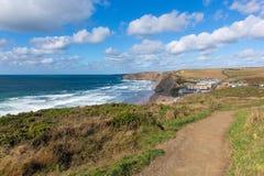 Поплавайте вдоль побережья корнуоллский язык Корнуолла Англии Великобритании залива Уотергейта пути северный между Newquay и Pads Стоковые Фото