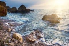 поплавайте вдоль побережья море утесов Стоковая Фотография RF