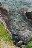 поплавайте вдоль побережья утесистое Стоковое Изображение RF