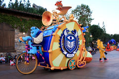 Поплавок парада на приключении Disneys Калифорнии стоковое изображение