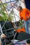 Поп-звезда и женские вентиляторы музыкант с знатком его таланта Стоковые Изображения RF