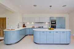 Поразительная самомоднейшая кухня Стоковые Фотографии RF