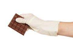Пористый молочный шоколад в руке Стоковое фото RF