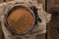 Порошок гайки колы на деревянной предпосылке Стоковые Фото