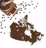 Порошок кофе в форме Канады и мельницы кофе (серия) Стоковое фото RF