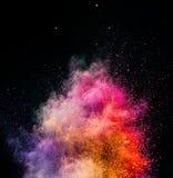 Порошок Holi взрывая на черной предпосылке стоковая фотография