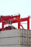 портал кливера крана грузовых контейнеров Стоковые Изображения RF