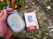 Портативный диктор Bluetooth для слушать музыку Используйте для того чтобы слушать музыку от батареи стоковая фотография rf