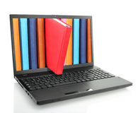 Портативный компьютер с покрашенными книгами Стоковое фото RF