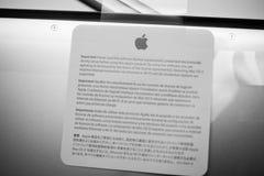 Портативный компьютер Яблока MacBook Pro unboxing Стоковая Фотография