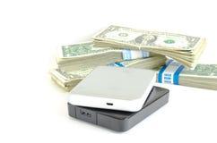 Портативный USB привода на куче долларов для данных концепция денег Стоковые Фотографии RF