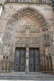 Портальная входная дверь Lorenzkirche в Нюрнберге Стоковая Фотография