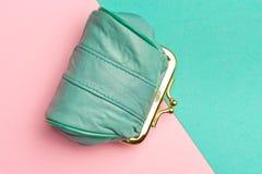 Портмоне для монеток Бумажник для изменения Кожаный бумажник на геометрических пинке и предпосылке бирюзы Цвет тенденции Стоковые Фото