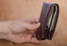 Портмоне с деньгами в руке Стоковая Фотография RF