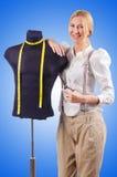 Портной женщины работая на платье Стоковое Фото