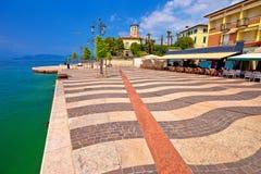Портовый район бирюзы озера Garda в городке взгляда Lasize стоковое изображение