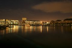 портовый район городка ночи плащи-накидк Стоковые Фотографии RF