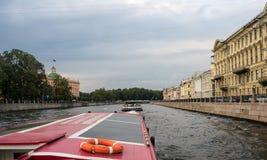 Портовый район и каналы в Санкт-Петербурге, России Стоковые Фотографии RF