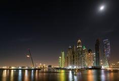 Портовый район Марины Дубай в лунном свете Май 2017 стоковое фото rf