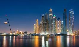 Портовый район Марины Дубай от оффшорного на голубом часе Май 2017 Стоковое фото RF