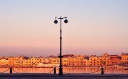 Портовый район Санкт-Петербурга на заходе солнца Стоковая Фотография