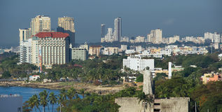 Портовый район Санто Доминго, бечевник и shyline - Доминиканская Республика стоковая фотография