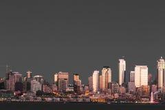 Портовый район Сиэтл и колесо Ferris Стоковая Фотография