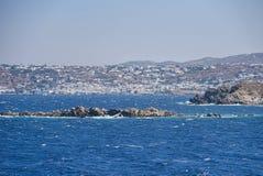 Портовый район Mykonos - остров Кикладов - Эгейское море - Греция стоковая фотография