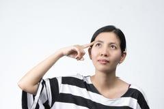 Портреты азиатская женщина делает думают Стоковая Фотография
