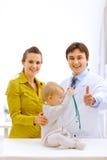 портреты мати доктора младенца педиатрические Стоковые Изображения RF