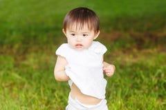 Портрет азиатский играть младенца Стоковое Изображение RF