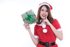 Портрет азиатской женщины в платье Санта Клауса на белой предпосылке Стоковые Фото