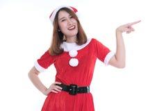Портрет азиатской женщины в платье Санта Клауса на белой предпосылке Стоковая Фотография RF