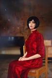 Портрет дамы в старом замке качество девушки новообращенного красотки более лучшее сырцовое стоковое изображение rf