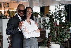 Портрет арабского бизнесмена с девушкой стоковое фото rf