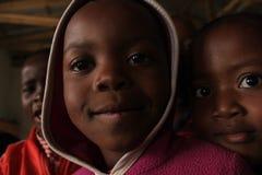 Портрет 2 африканских девушек, друзей в Свазиленде, Африке Стоковые Изображения