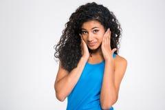 Портрет африканской женщины покрывая ее уши Стоковая Фотография