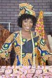 Портрет Афро-американского женского модельера с тканью картины стоковая фотография rf